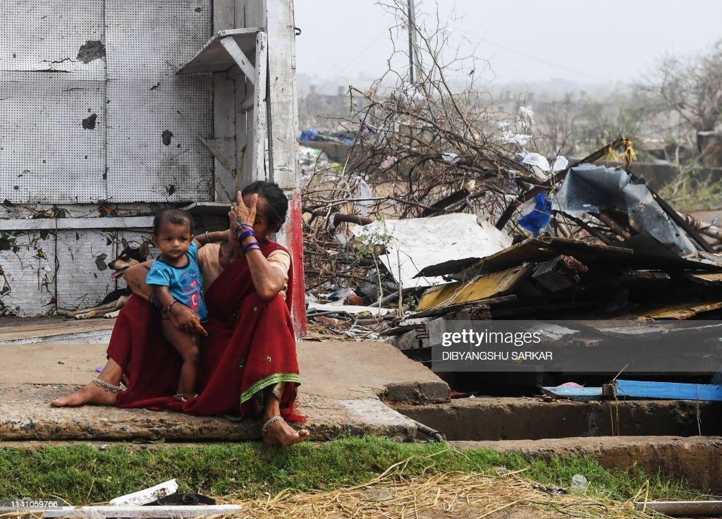 TOPSHOT-INDIA-WEATHER-FANI-CYCLONE : News Photo