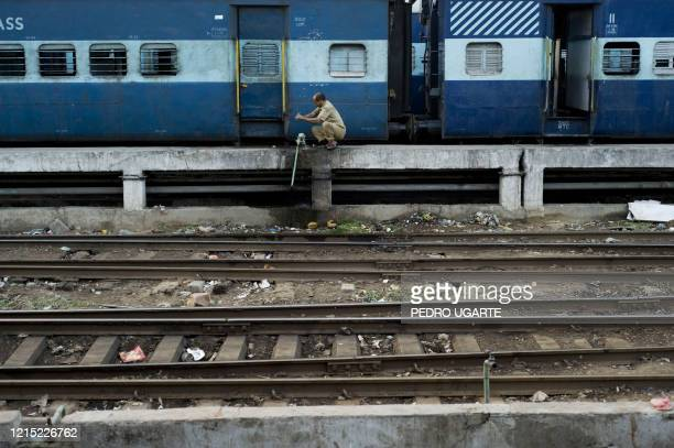 An Indian worker washes his hands at railway station in New Delhi on July 2, 2009. Union Railway Minister Mamata Banerjee is to present the rail...