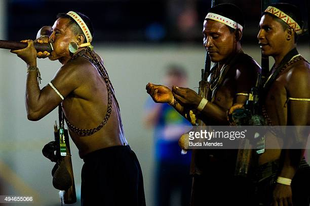 An indigenous man from the Matis tribe demonstrates the use of a blowpipe during the first World Games for Indigenous Peoples on October 27 2015 in...