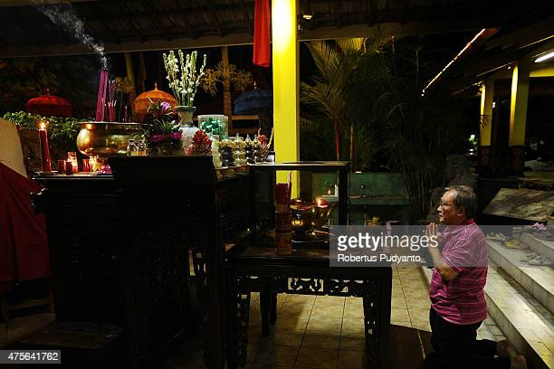 An Indonesian Buddhists prays and burns incense sticks during the Vesak Day 2559 BE ceremony at Maha Vihara Mojopahit Trowulan on June 2 2015 in...