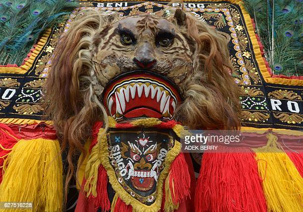 An Indonesian dancer performs the Reog Ponorogo traditional dance as people attend a progovernment rally to call for unity in Jakarta on December 4...