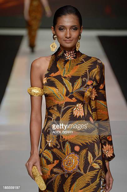 An Indonesian model presents Indonesia's fabric 'Batik' creations designed by Indonesian designer Poppy Dharsono during Jakarta Festival Week 2014 in...