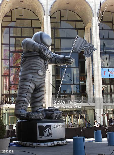 """An inflatable MTV """"Moon Man"""" award outside the Metropolitan Opera House in Lincoln Center in New York City during rehearsals for the 2001 MTV Video..."""