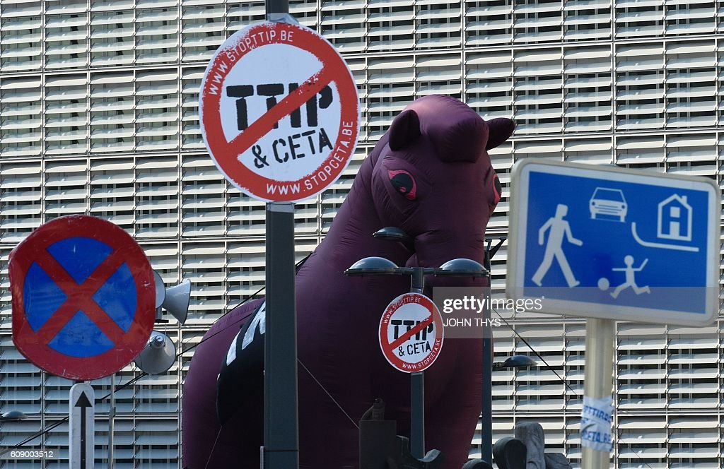 An inflatable Trojan horse is seen as people demonstrate outside the European Union headquarters in Brussels, on September 20, 2016 to protest against huge transatlantic trade deals linking Europe with Canada and the United States. Several thousand The protests came after mass rallies in German cities on September 17, 2016 against the European Union's planned Transatlantic Trade and Investment Partnership (TTIP) with the United States, and the Comprehensive Economic and Trade Agreement (CETA) with Canada. / AFP / JOHN