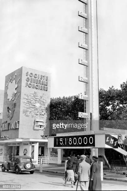 An information Board displaying the number of visitors is seen during the 1937 World fair or Exposition Internationale des Arts et Techniques dans la...