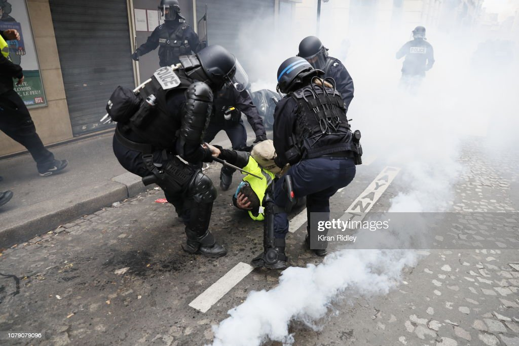 'Yellow Vests' Return to Paris Streets : Photo d'actualité
