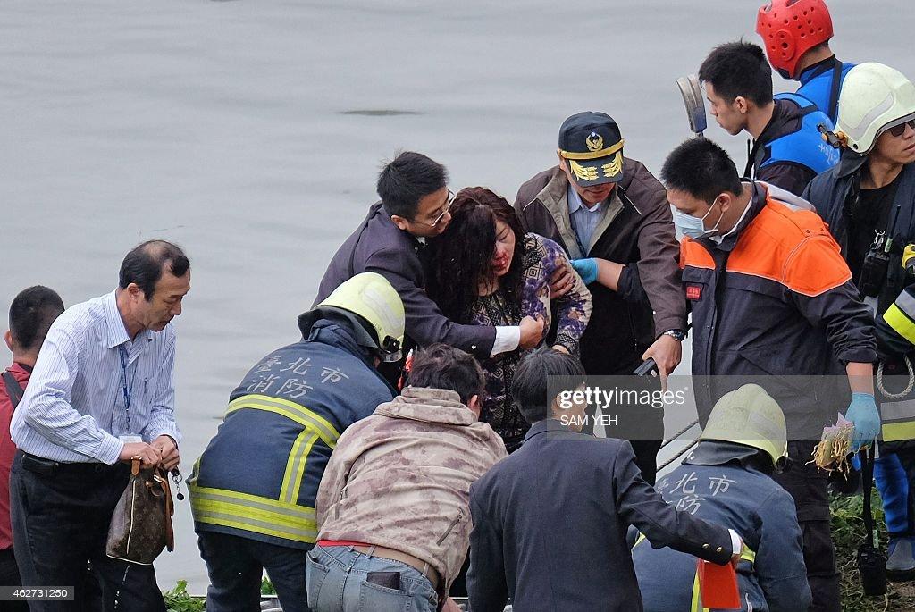 TAIWAN-PLANE-ACCIDENT : News Photo