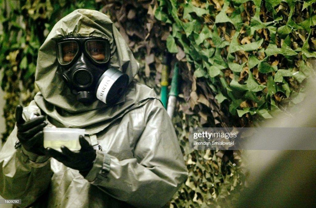 U.S. Army Chemical School Training : News Photo