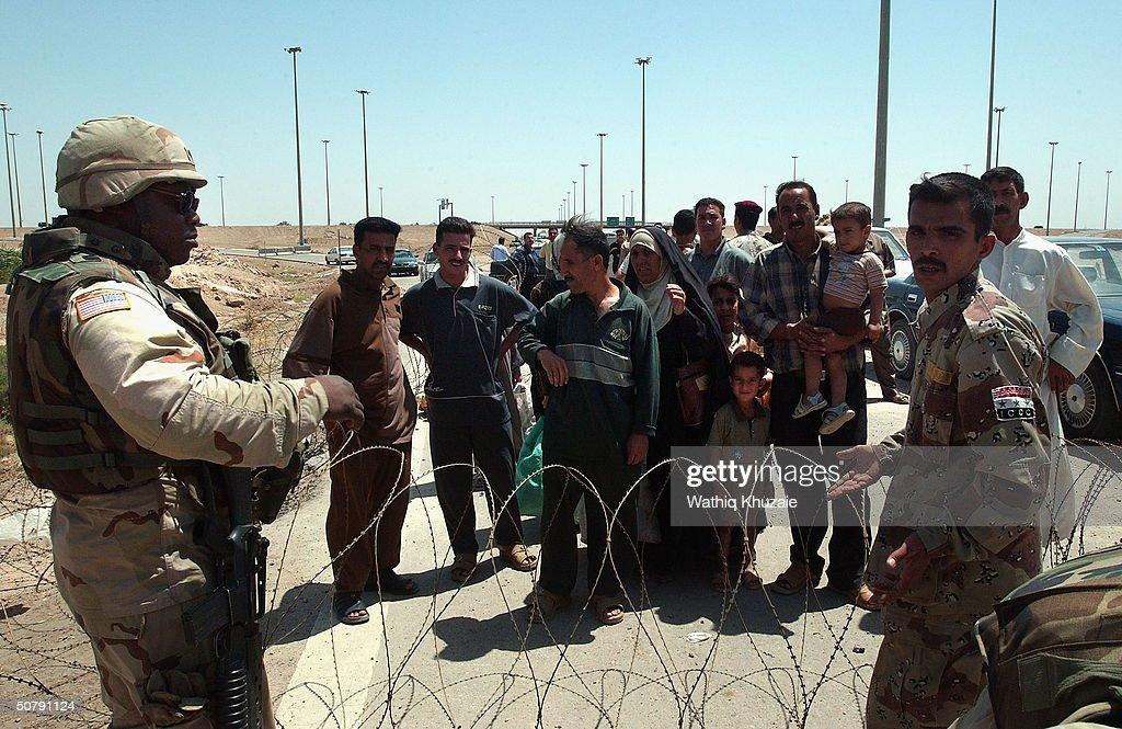 Occupation Duties In Fallujah Transferred To Iraquis : Nieuwsfoto's