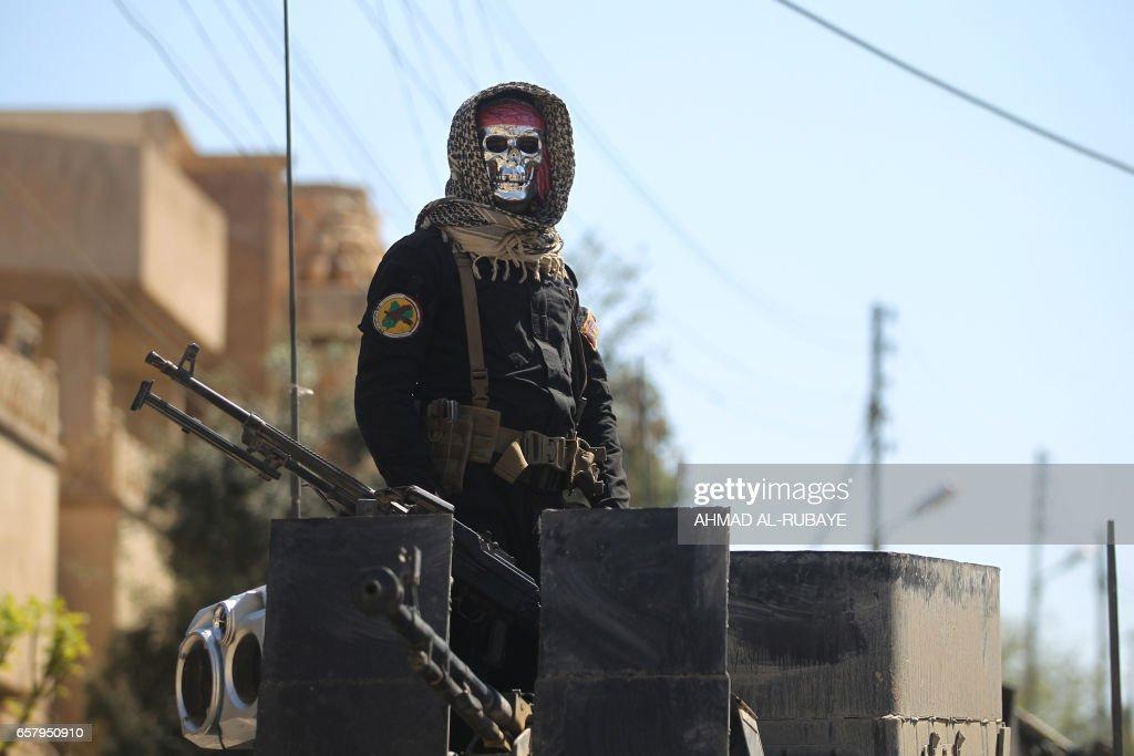 TOPSHOT-IRAQ-CONFLICT-MOSUL-AIRSTRIKES : Nachrichtenfoto