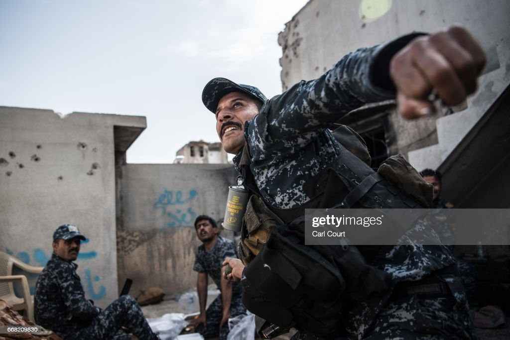 Iraqi Forces Continue Fight To Retake Mosul From Islamic State : ニュース写真