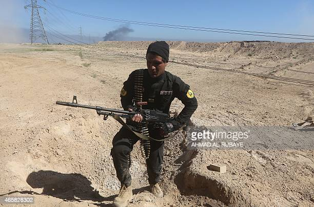 An Iraqi fighter of the governmentcontrolled Popular Mobilisation units takes part in a military operation to advance into the centre of Tikrit 160...