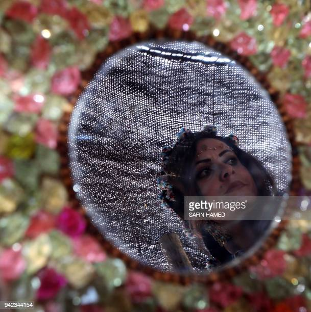 TOPSHOT An Iraqi Kurdish woman attends a cultural festival near Maqlub Mountains 30 km northeast of Mosul on April 5 2018 / AFP PHOTO / SAFIN HAMED