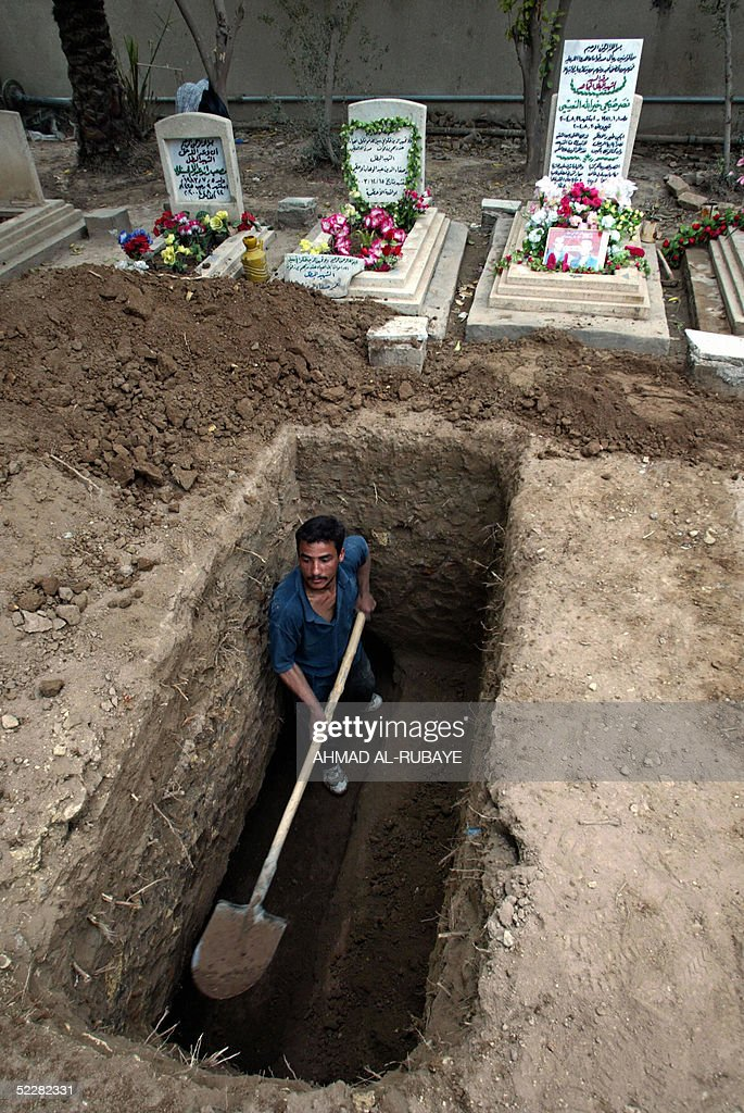 An Iraqi Prepares The Grave Of A Man Killed In A Robbbery At News Photo Getty Images