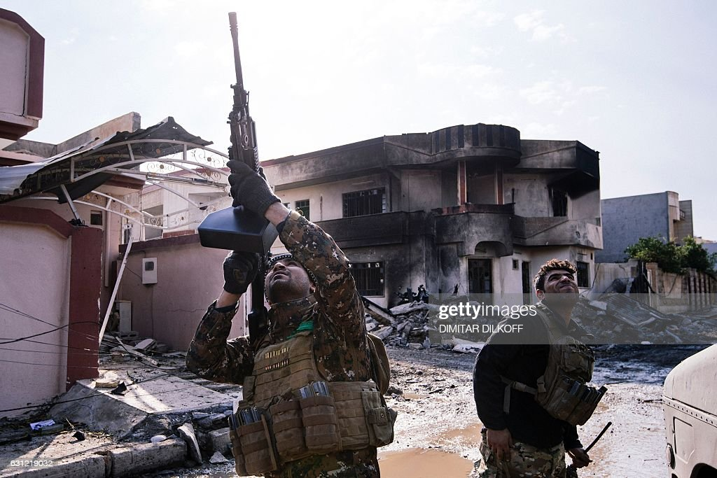 TOPSHOT-IRAQ-CONFLICT-MOSUL : News Photo