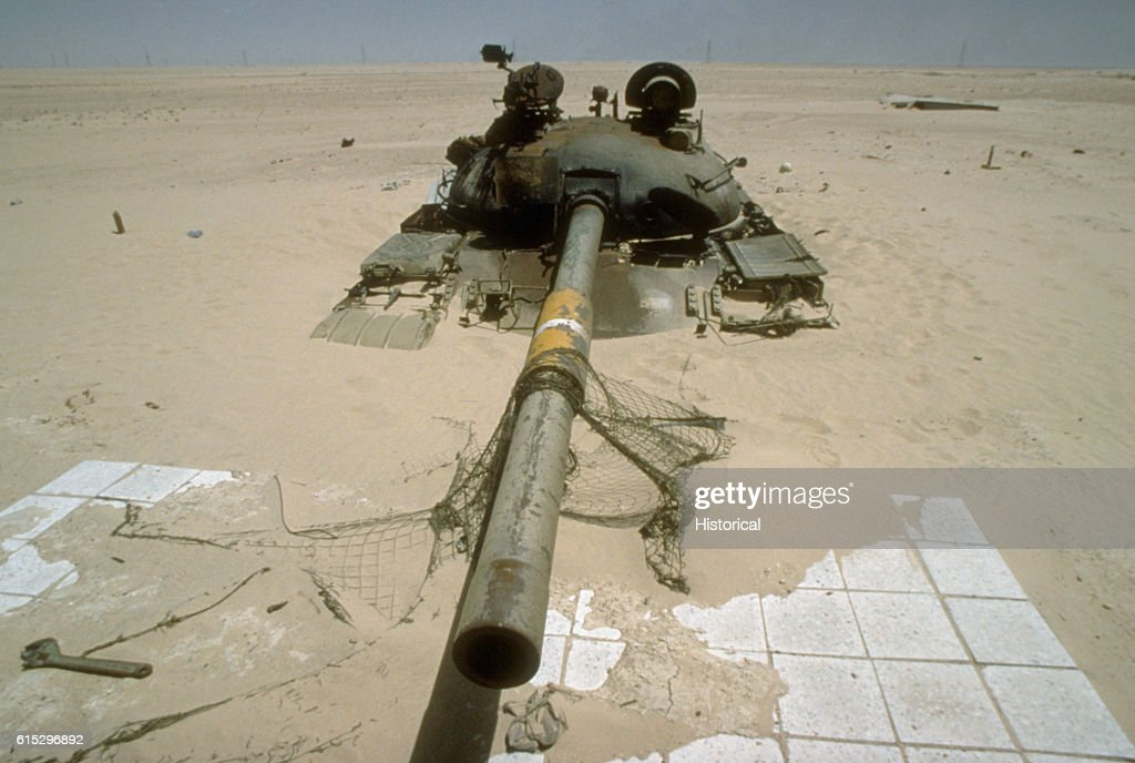 Operations desert shield and desert storm stock photos and an iraqi t72 main battle tank destroyed near ali al salem air base during operation desert sciox Images