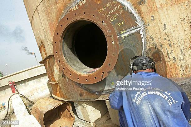 An Iraqi worker welds an oil tank at the Daura oil refinery on November 5 2009 in Baghdad Iraq Iraq and a grouping of US and European oil companies...