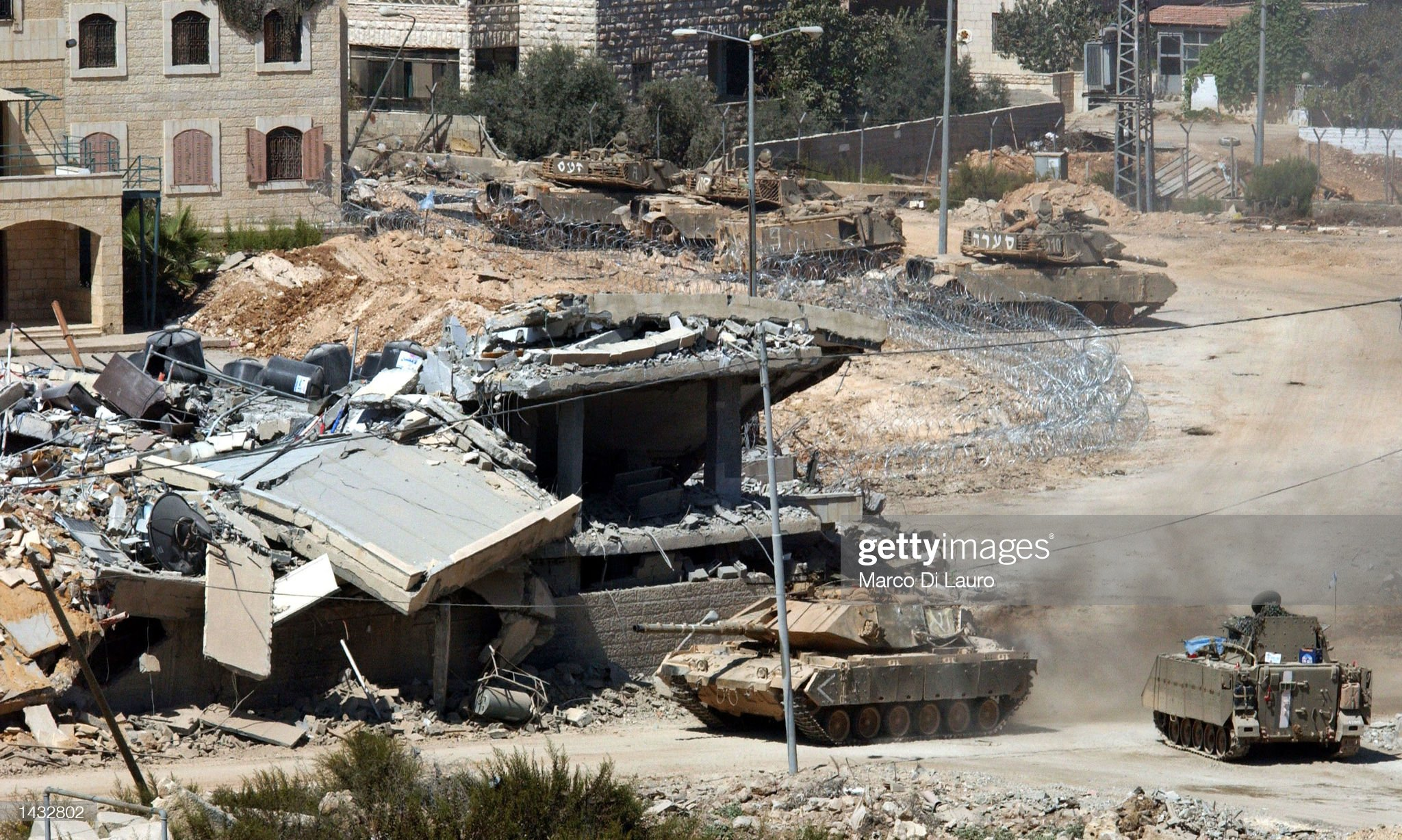 https://media.gettyimages.com/photos/an-israeli-army-tank-rolls-into-palestinian-leader-yasser-arafats-picture-id1432802?s=2048x2048