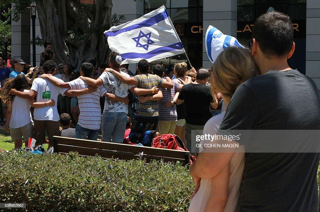 CONFLICT-ATTACK-TEL-AVIV-ISRAEL-PALESTINIAN-SHOOTING : News Photo