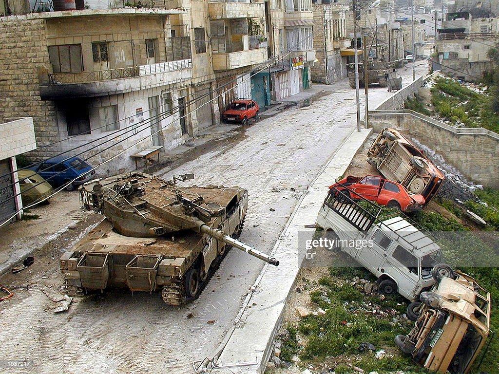 FILE PHOTO: Destruction in Jenin Refugee Camp : Fotografía de noticias