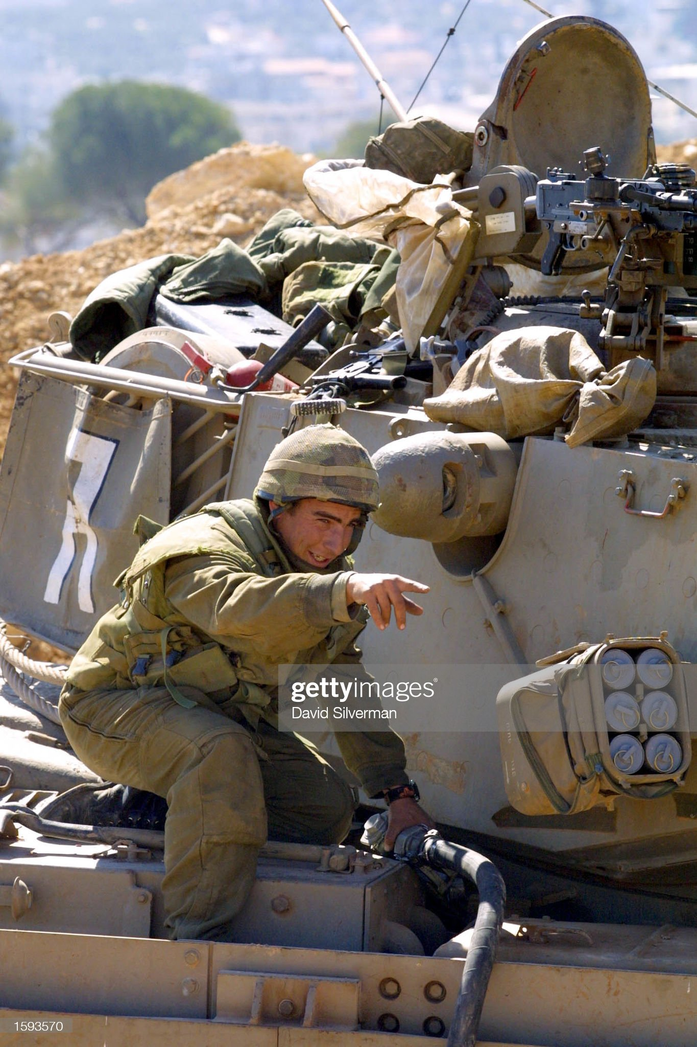 https://media.gettyimages.com/photos/an-israeli-soldier-refuels-his-tank-february-12-2001-in-jerusalem-picture-id1593570?s=2048x2048