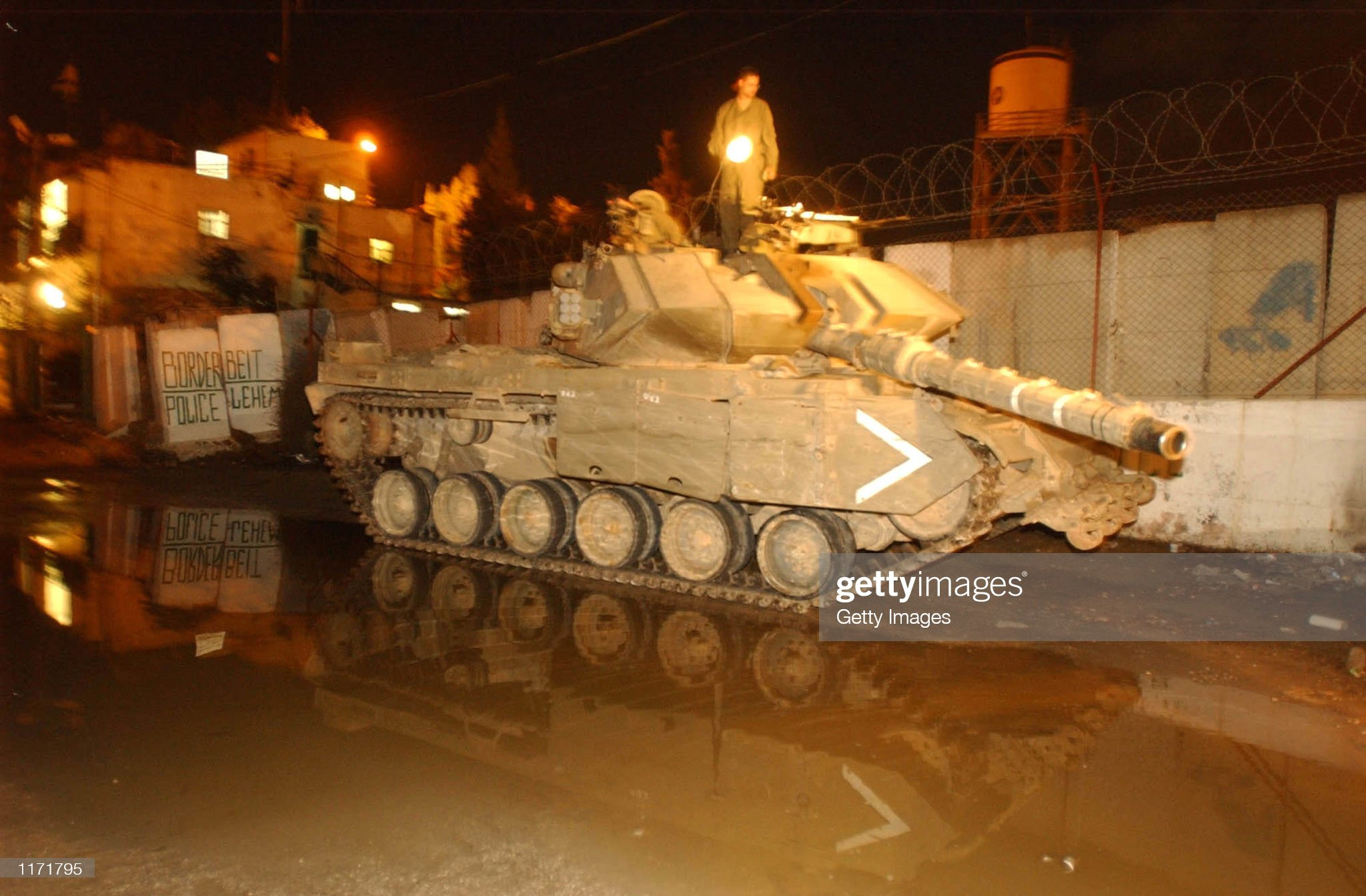 https://media.gettyimages.com/photos/an-israeli-soldier-stands-atop-a-tank-in-the-early-hours-of-october-picture-id1171795?s=2048x2048