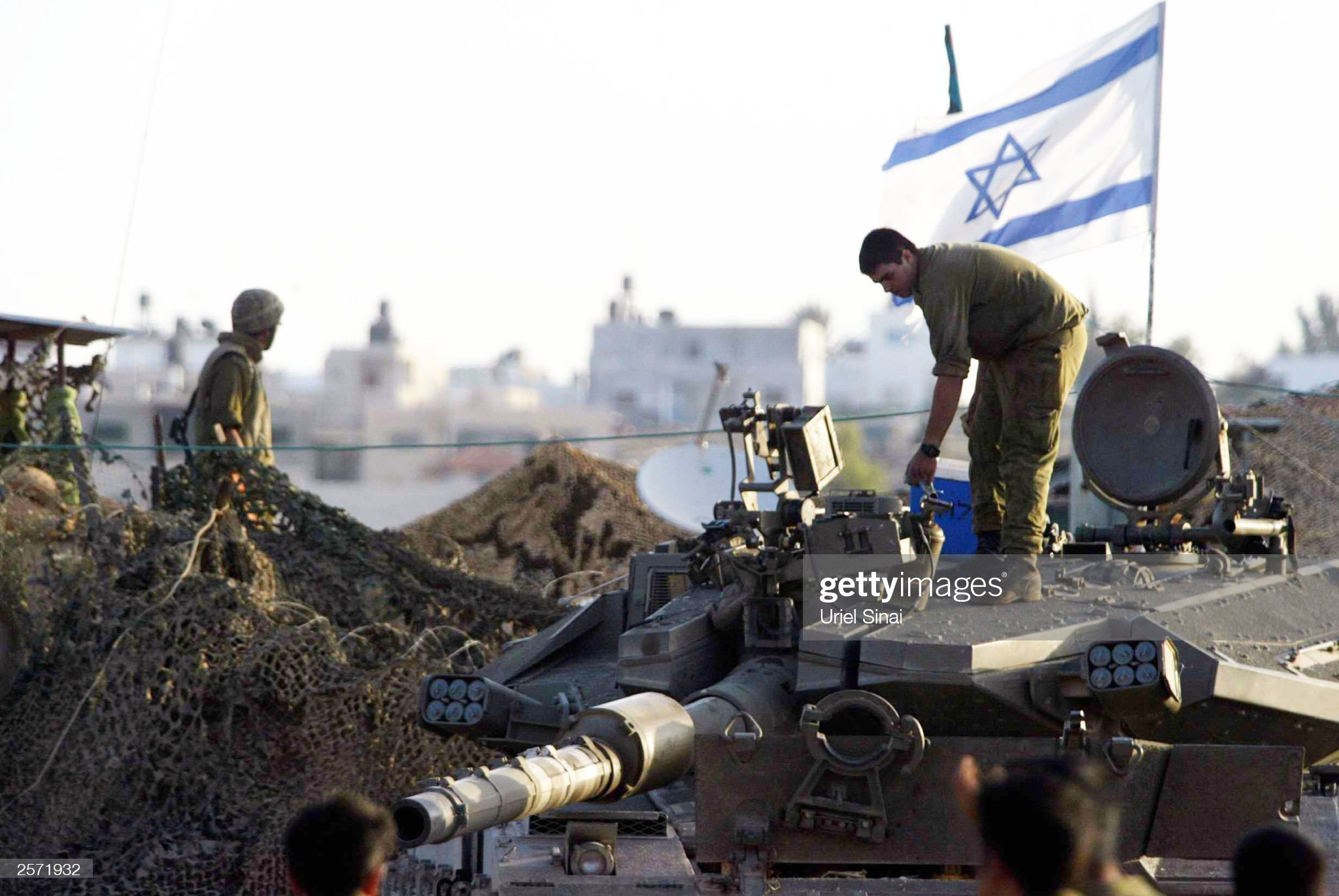 https://media.gettyimages.com/photos/an-israeli-soldier-stands-on-top-of-a-tank-october-8-2003-in-an-next-picture-id2571932?s=2048x2048