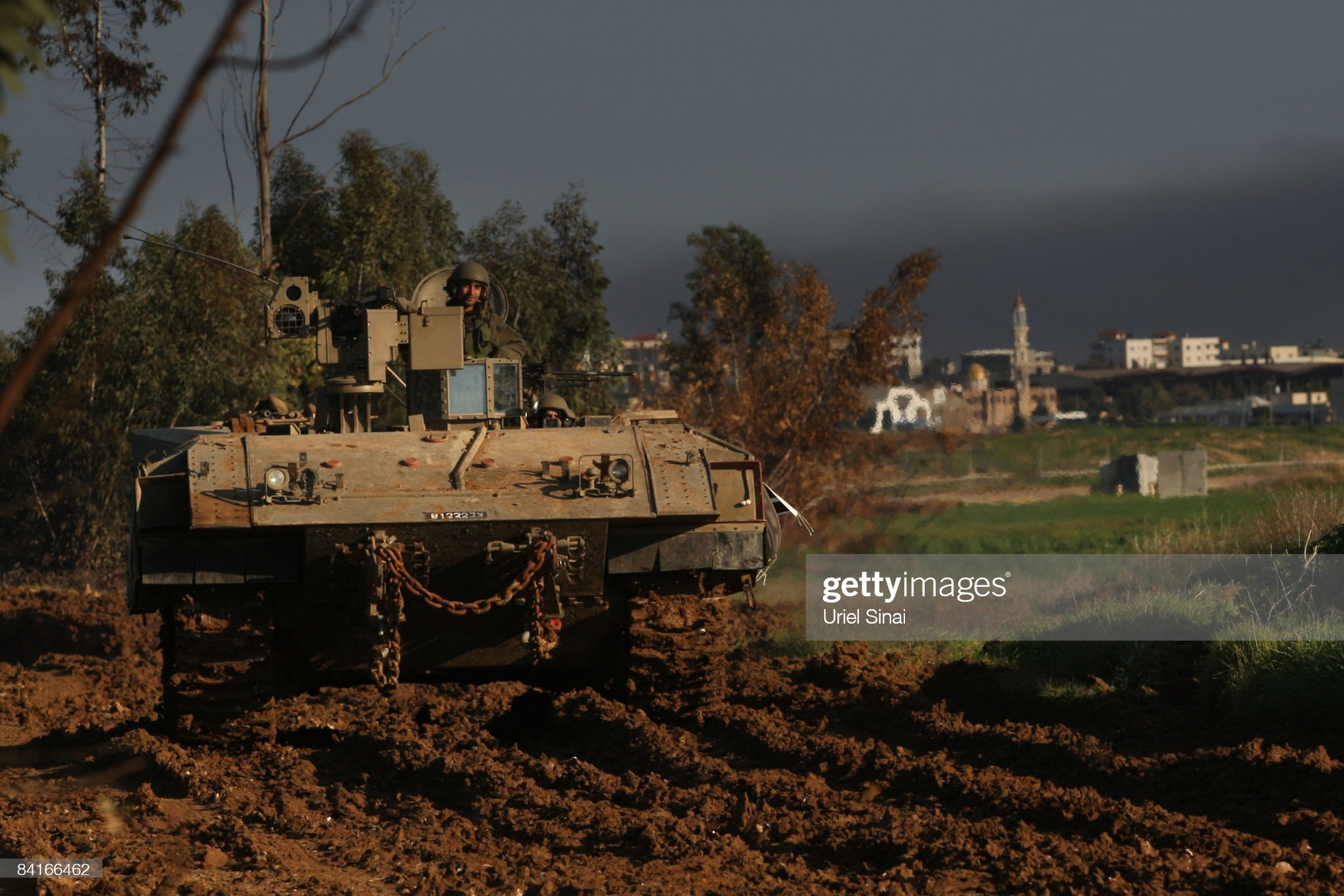 an-israeli-tank-drives-into-gaza-on-january-04-2009-on-the-border-picture-id84166462?s=2048x2048
