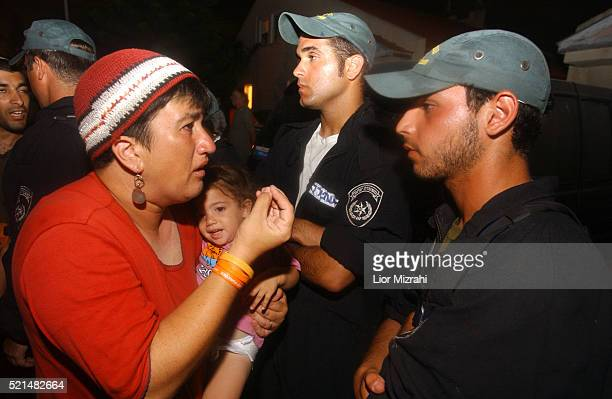 An Israeli woman cries as she sees Israeli troops march into the southern Gaza Strip settlement of Neve Dekalim 16 August 2005. Hundreds of Israeli...
