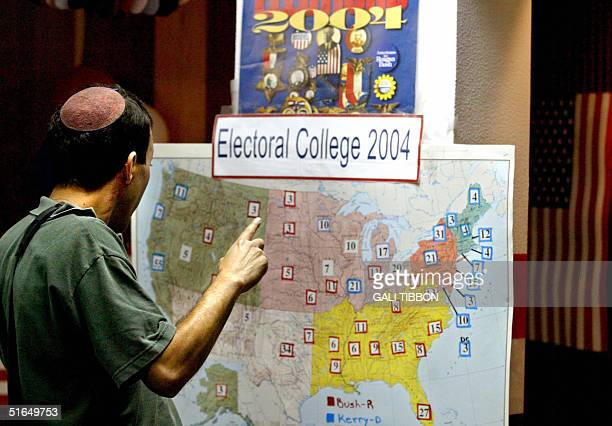 An IsraeliAmerican man looks at an Electoral College map at the American Culture Center in Jerusalem 03 November 2004 Israel said that they did not...