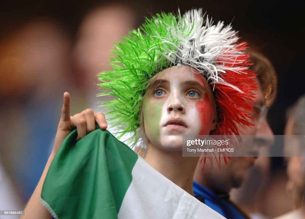 Soccer - 2006 FIFA World Cup Germany - Group E - Czech Republic v Italy - AOL Arena : News Photo