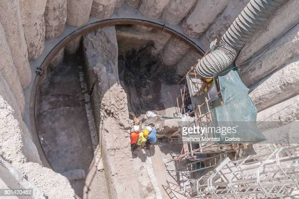 An new archaeological discovery has emerged from the excavations of metro C in a well of aeration 10 meters deep for a diameter of 8 meters were...