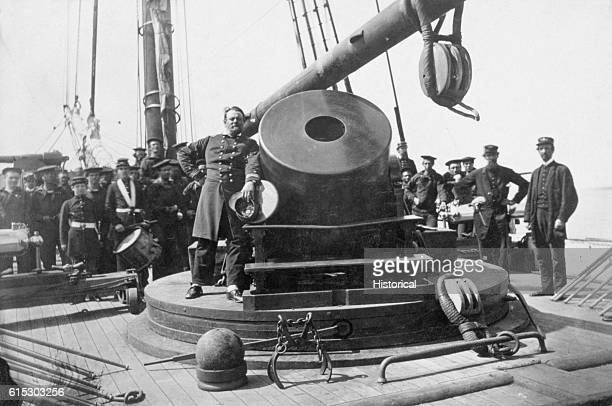 An officer likely the captain of the USS Para leans against Old Abe a large mortar on the deck of the Federal mortar schooner Ca 18611865