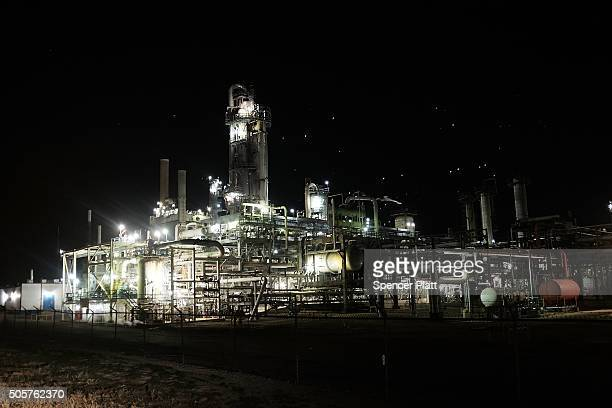 An oil refinery is viewed on January 19 2016 in Big Spring Texas Global oil prices continue their downward fall with US oil dropping towards $27 a...