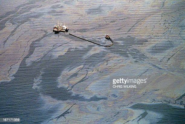 An oil skimming operation works in a heavy oil slick near Latouche Island near the southwest end Prince William Sound 01 April 1989 in Valdez a week...