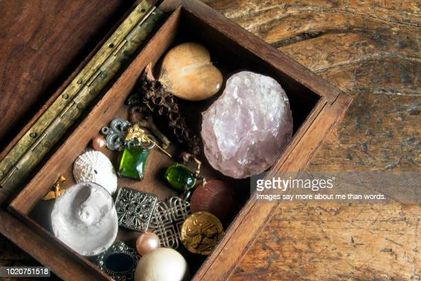 an old box with many diferent objects like a girl's treasure box. still life. - stone object stock pictures, royalty-free photos & images