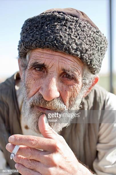 an old man from azerbaijan - kaukasus geografische lage stock-fotos und bilder