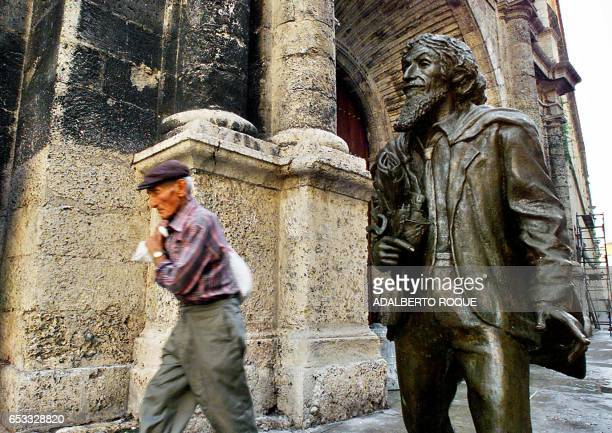 An old man is seen walking next to the 'Caballero de Paris' statue in La Habana Cuba 25 October 2001 Un anciano pasa el 25 de octubre de 2001 en la...