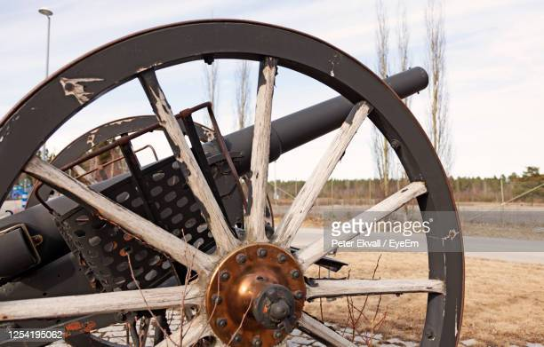 an old military cannon standing by the road as an exhibition - civil war stock pictures, royalty-free photos & images