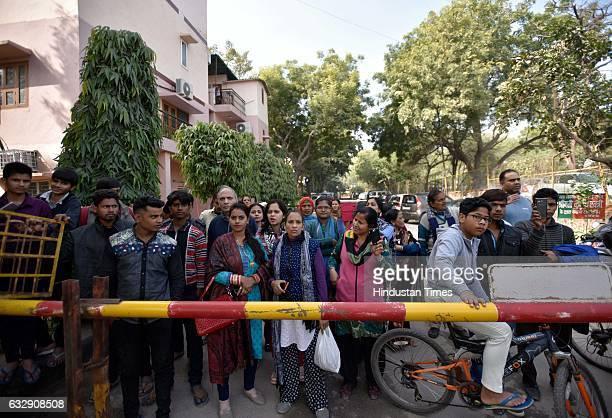 An old mortar shell was found abandoned near at Samadhi Van Village Kishan Garh Vasant Kunj in South Delhi this morning leading the police to cordon...