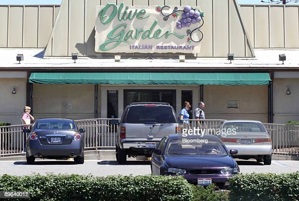 An Olive Garden restaurant sits in Cincinnati Ohio US on Tuesday June 23 2009 Darden Restaurants Inc operator of the Olive Garden is the world's...
