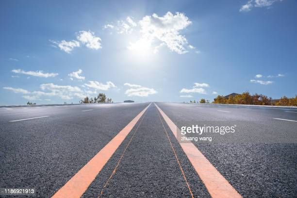 an open road - motor racing track stock pictures, royalty-free photos & images