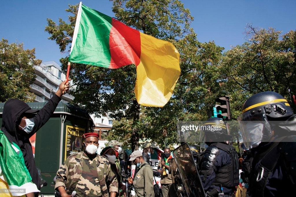 FRANCE-CAMEROON-POLITICS-DEMO : News Photo