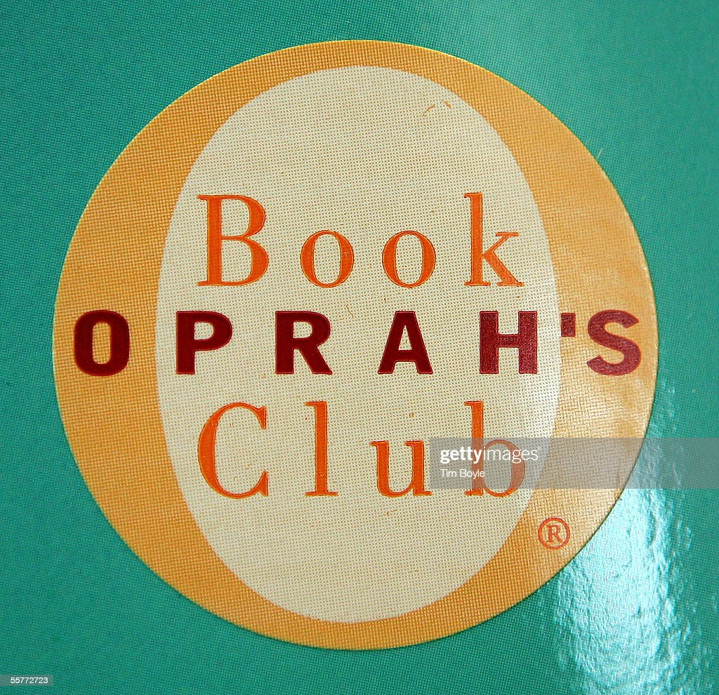 Oprahs Book Club Returns To Promoting Living Authors : News Photo