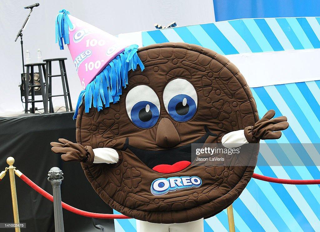 Oreo Cookies 100th Birthday Celebration With Special Performance By Lady Antebellum Nachrichtenfoto