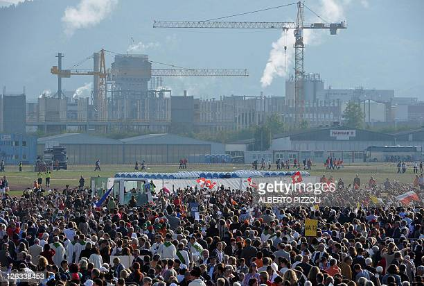 An overall view shows worshippers and the surroundings of the airport where Pope Benedict XVI holds a mass in Freiburg, southern Germany, on...