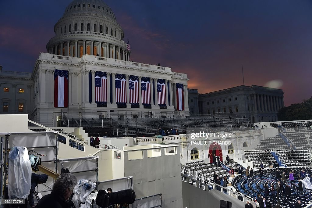 TOPSHOT - An overall view taken January 20, 2017 of the inauguration stand on the West side of the US Capitol where President-elect Donald Trump will be taking the oath of office as the 45th president of the United States. / AFP / Paul J. Richards