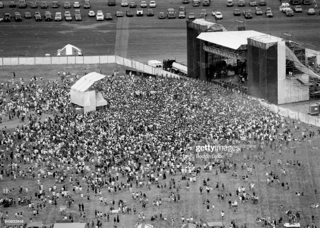 Crowd At Lollapalooza 1993 In North Kingstown, RI : News Photo