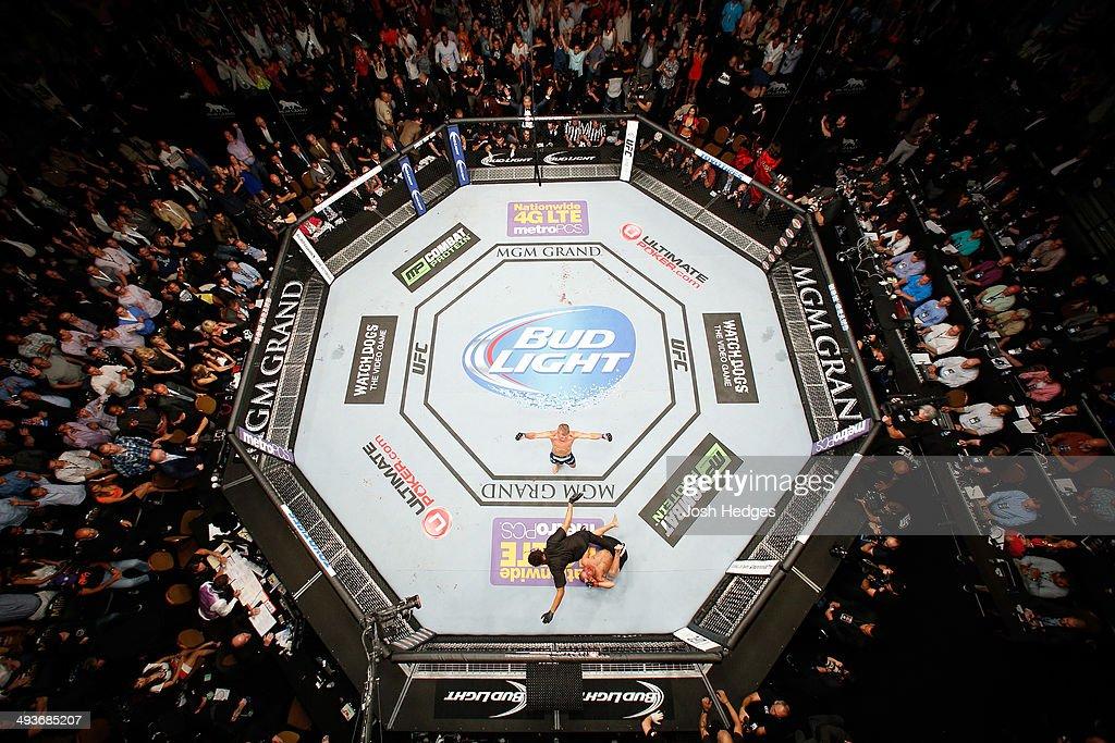 UFC 173: Barao v Dillashaw : News Photo