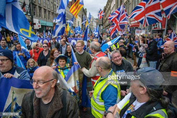 An overview of both Pro-Indy and Pro-Unionists after the two sides clash on Union Street. Thousands of Scottish independence supporters marched...